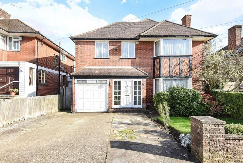 4 Bedrooms Detached House for sale in Edgwarebury Lane, Edgware, HA8