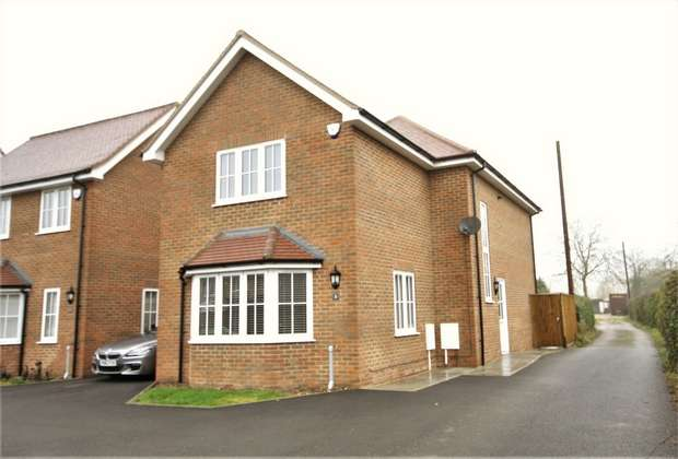 3 Bedrooms Detached House for rent in Kirby Close, Three Households, CHALFONT ST GILES, Buckinghamshire