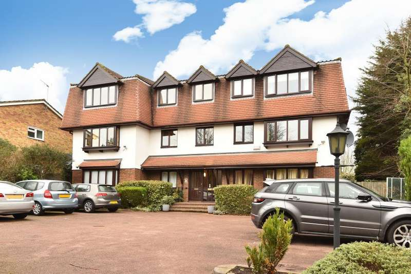3 Bedrooms Flat for sale in Carlyle Lodge, New Barnet, EN5