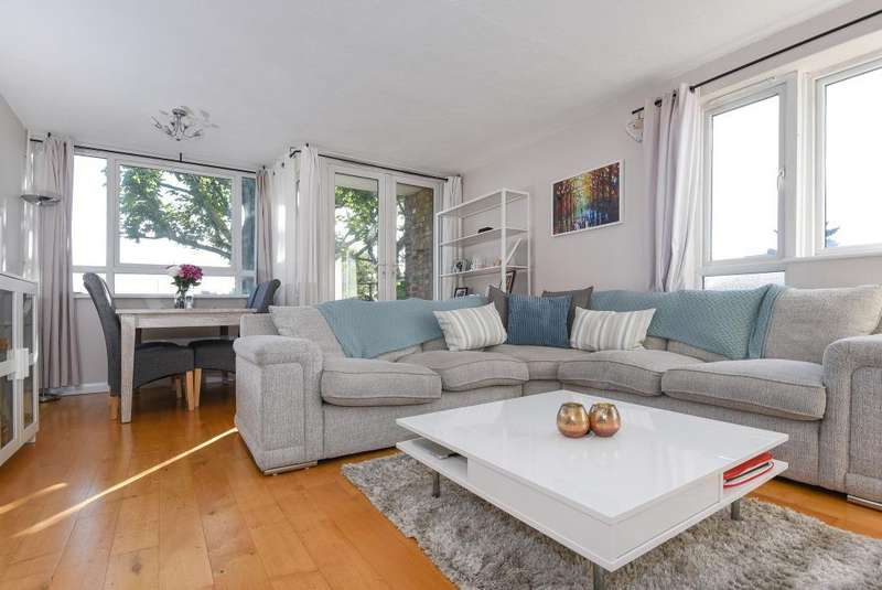 3 Bedrooms Flat for sale in Bowes Road, Arnos Grove, N11