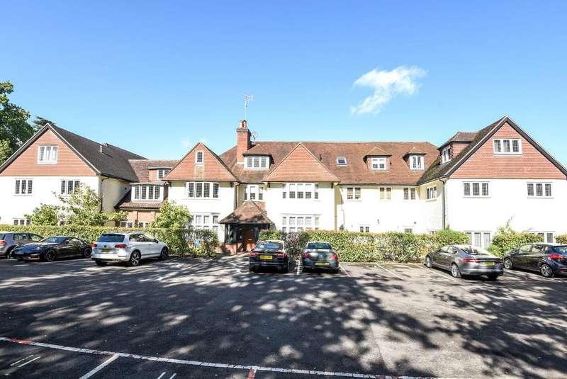 3 Bedrooms Flat for sale in Woking, Surrey, GU22