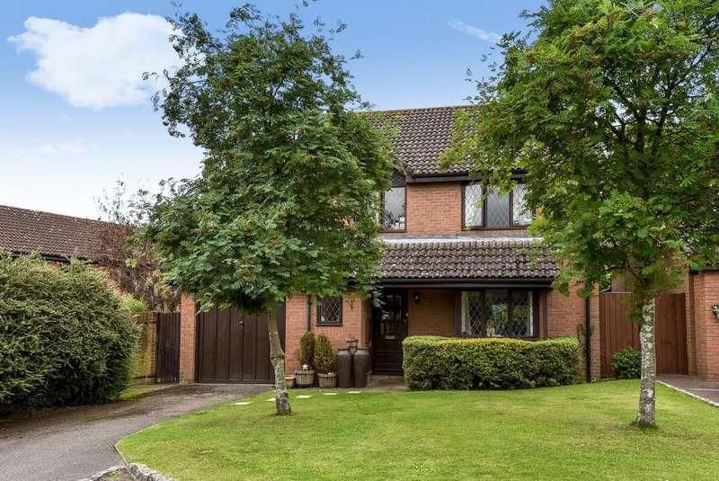 4 Bedrooms Detached House for sale in Windlesham, Surrey, GU20