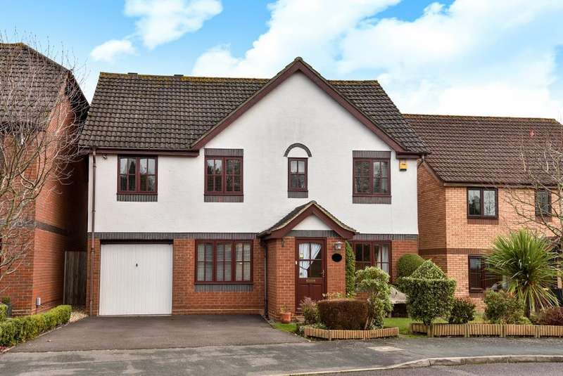 4 Bedrooms Detached House for sale in West End, Surrey, GU24