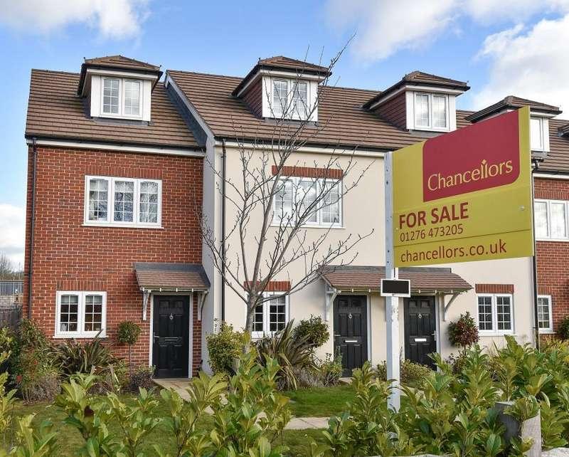 3 Bedrooms House for sale in Bisley, Surrey, GU24