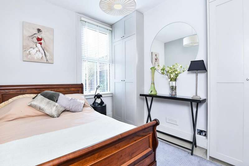 1 Bedroom Flat for sale in Twickenham, Middlesex, TW2