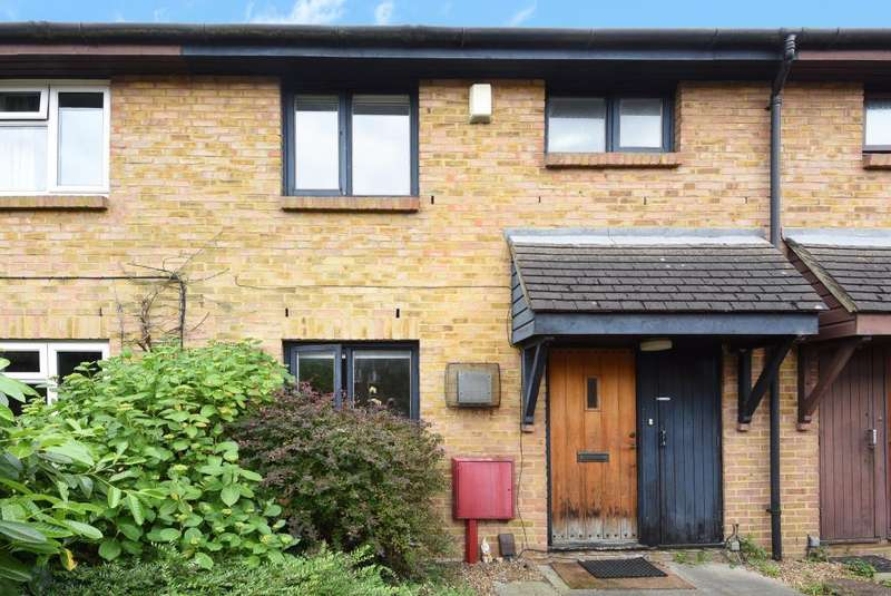 3 Bedrooms House for sale in Beagle Close, Feltham, TW13