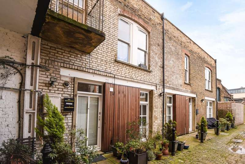 3 Bedrooms House for sale in Mount Pleasant Mews, Stroud Green, London, N4