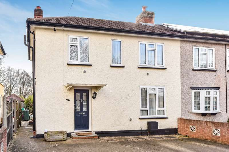 3 Bedrooms Semi Detached House for sale in Southern Cottages, Horton Road, Stanwell Moor, TW19