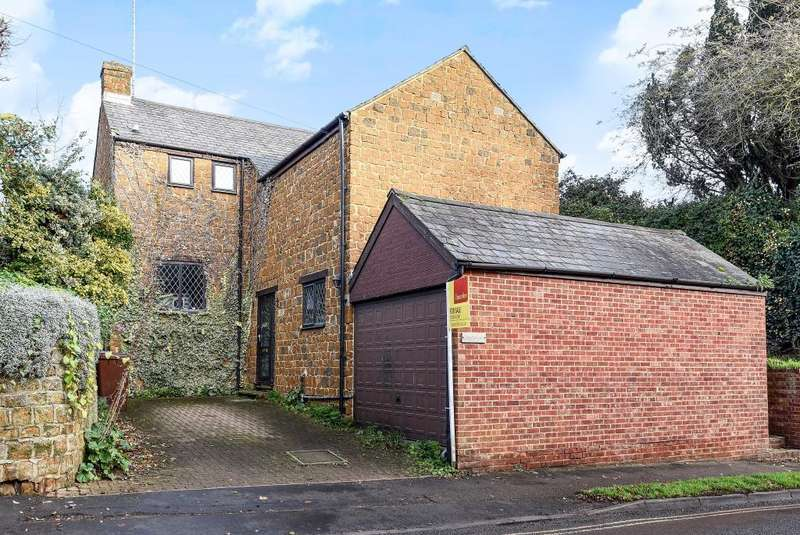 4 Bedrooms Detached House for sale in East Street, Bodicote, OX15