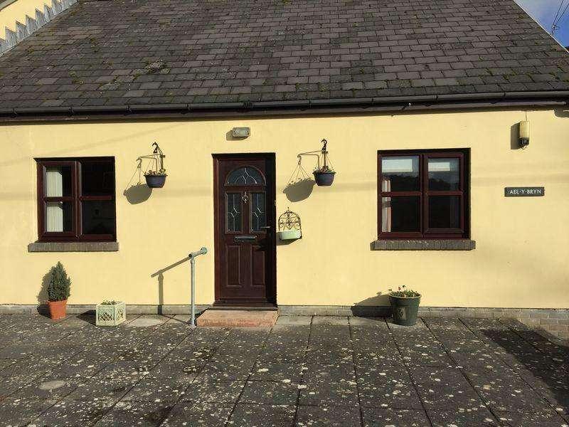 2 Bedrooms Bungalow for rent in Cwmdu, Crickhowell