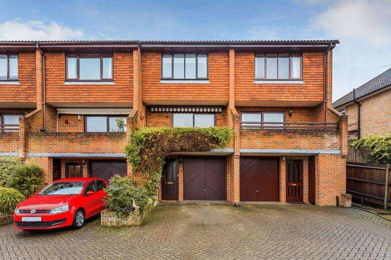 4 Bedrooms Terraced House for sale in DORKING