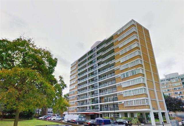 2 Bedrooms Flat for sale in Churchill Gardens, London