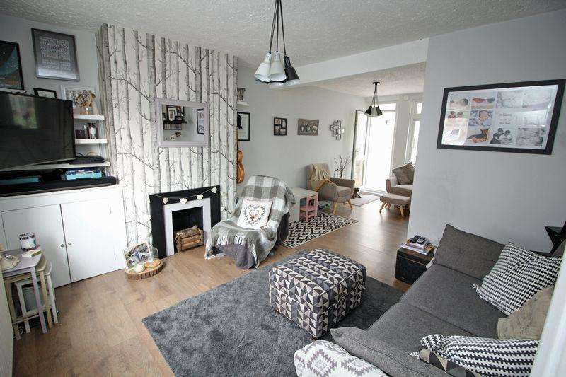 2 Bedrooms Semi Detached House for sale in Bynes Road, Sanderstead, Surrey