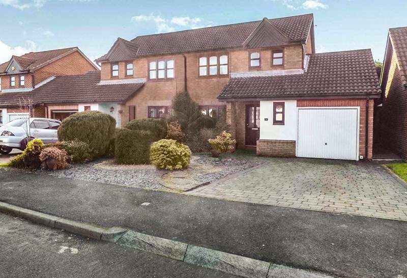 3 Bedrooms Property for sale in Selby Close, Cramlington, Northumberland, NE23 3SR