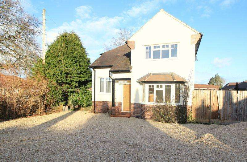 3 Bedrooms Detached House for sale in Morda Road, Oswestry
