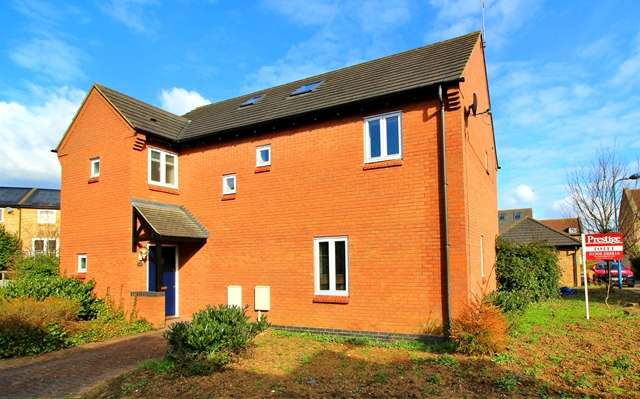 4 Bedrooms Detached House for rent in A substantial extended 4 double bedroom home