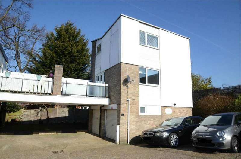 2 Bedrooms Town House for sale in Uplands Court, Greenview Avenue, Shirley, Croydon