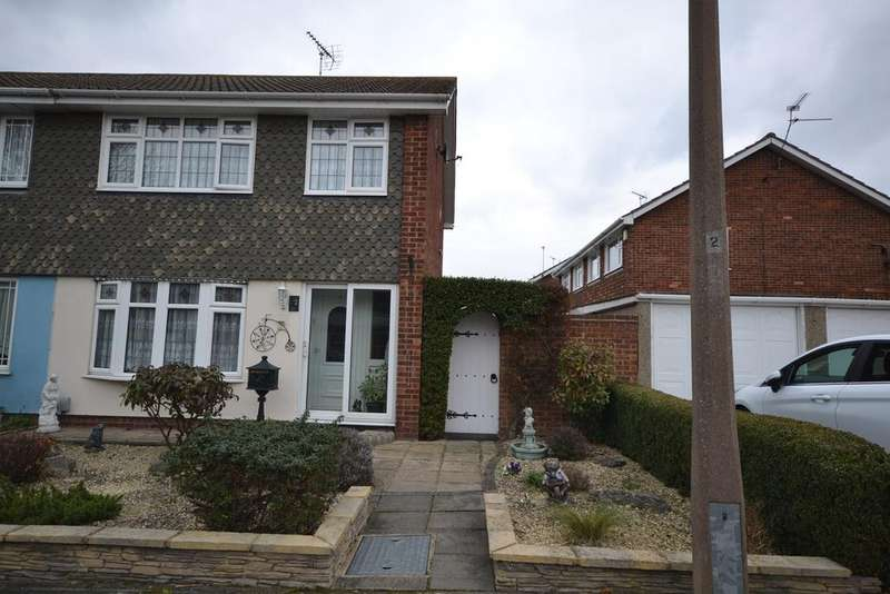 3 Bedrooms Semi Detached House for sale in Golding Crescent, Stanford-le-Hope, SS17