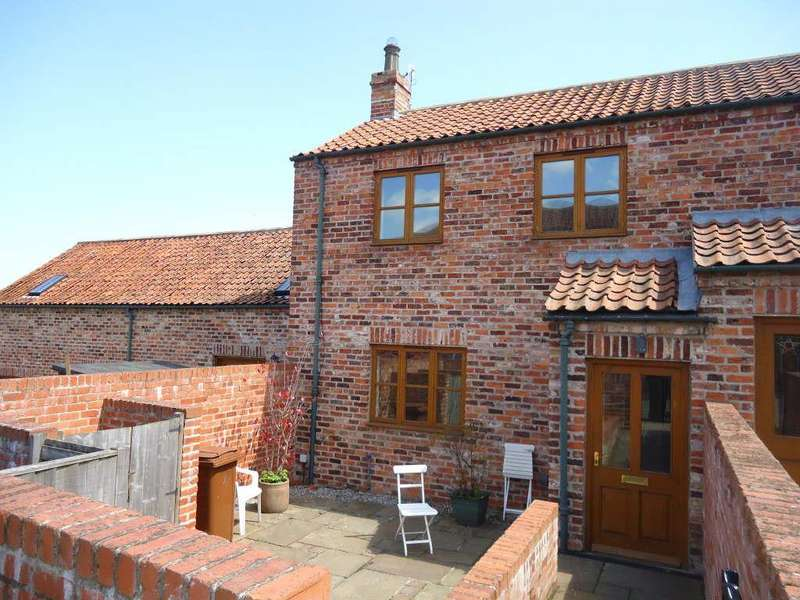 2 Bedrooms Town House for rent in Stackyard Lane, Staxton