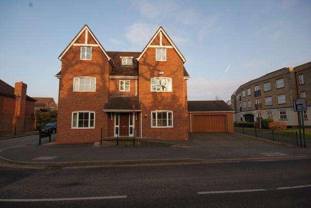 6 Bedrooms Detached House for rent in Rumbush Lane, Dickens Heath, Solihull, B90