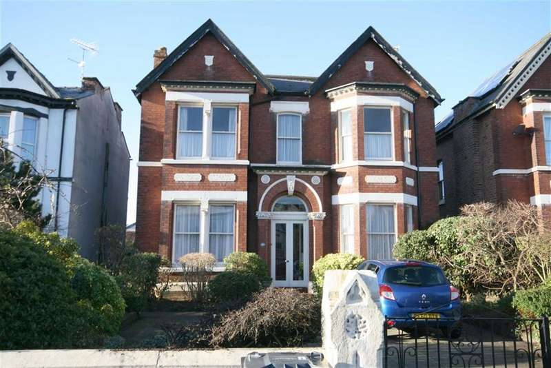 5 Bedrooms Detached House for sale in Hartwood Road, Southport