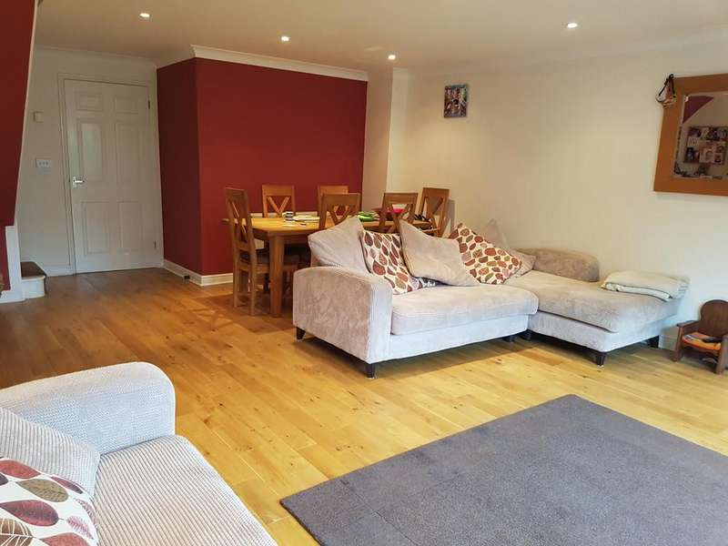3 Bedrooms Terraced House for rent in Lockyer Mews, Enfield