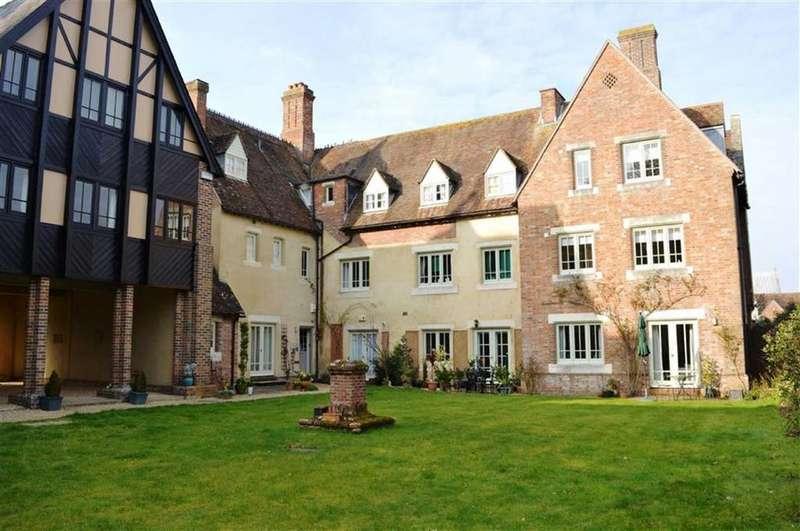 2 Bedrooms Terraced House for sale in Queen Elizabeth Court, Wimborne, Dorset