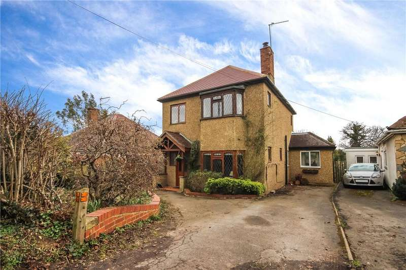 3 Bedrooms Detached House for sale in Lybury Lane, Redbourn, St. Albans, Hertfordshire