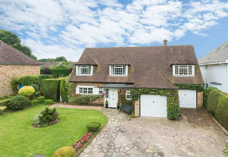4 Bedrooms Detached House for sale in North Links Road, Flackwell Heath