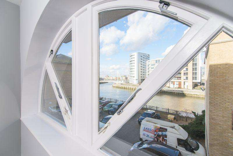 2 Bedrooms Apartment Flat for sale in Greenwich Quay, London, SE8