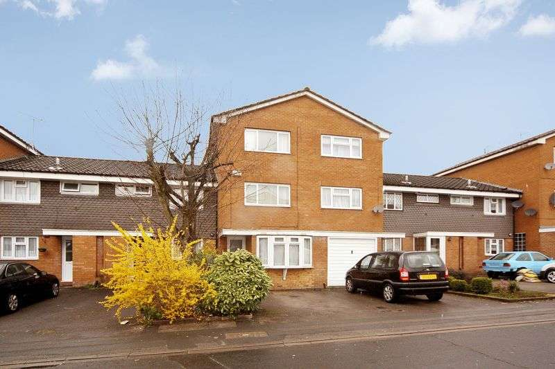 4 Bedrooms Property for sale in Bannister Close, Greenford
