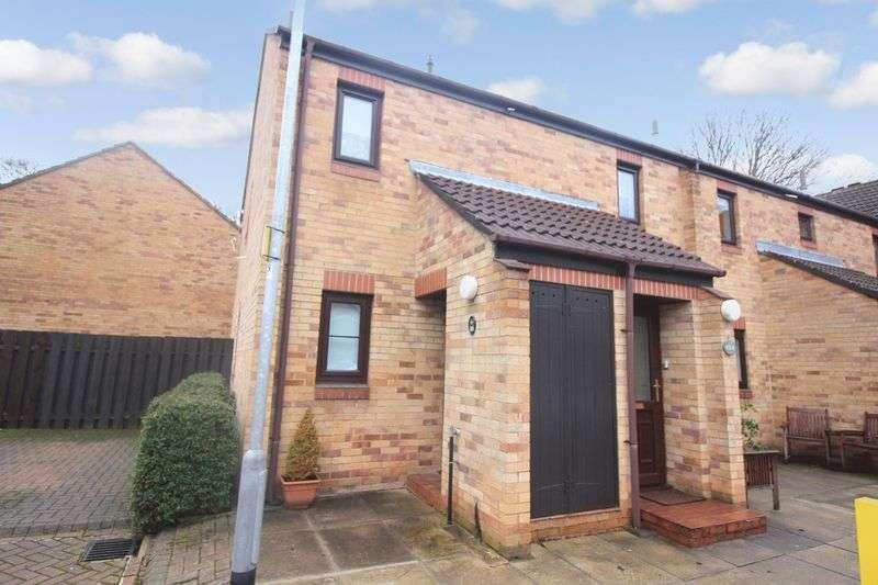 2 Bedrooms Property for sale in Ireland Crescent, Leeds, LS16 6SZ