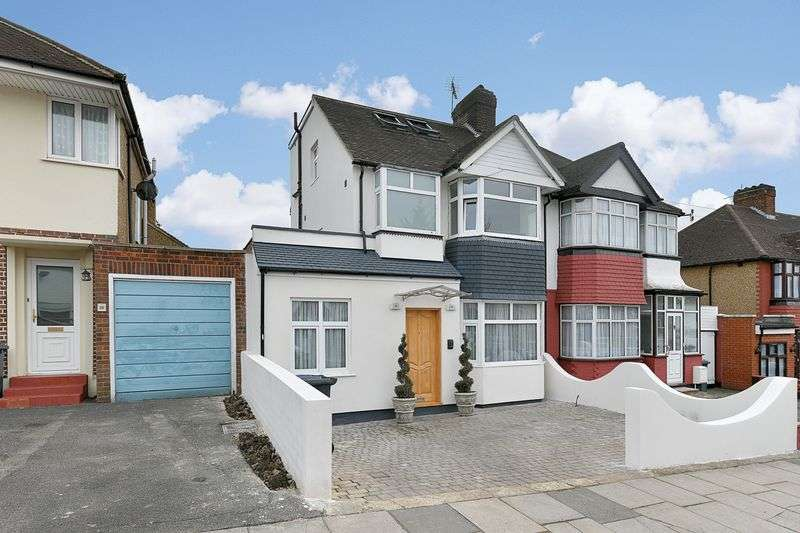 3 Bedrooms Property for sale in Salcombe Gardens, London