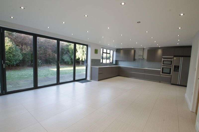 4 Bedrooms Property for rent in Oak Tree Drive, Totteridge, London N20 8QJ