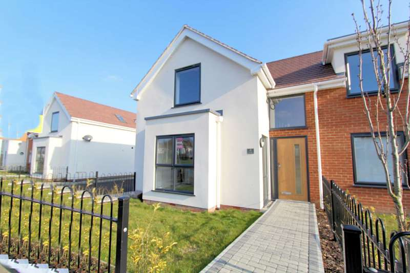 3 Bedrooms Semi Detached House for sale in Cottage Garden Mews, Westcliff on Sea