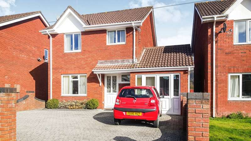 4 Bedrooms Detached House for sale in Greystones Crescent, Mardy, Abergavenny, NP7