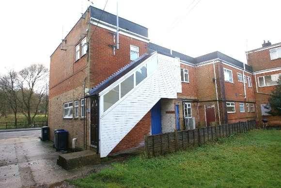 2 Bedrooms Flat for rent in Bourneside, Pennings Road, Tidworth