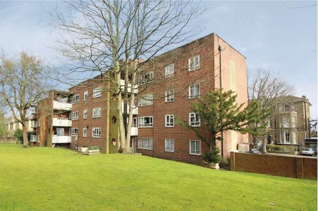 3 Bedrooms Flat for sale in Anerley Park, London, Greater London, SE20 8NG