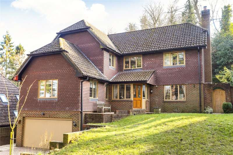 4 Bedrooms Detached House for sale in Fernden Rise, Godalming, Surrey, GU7
