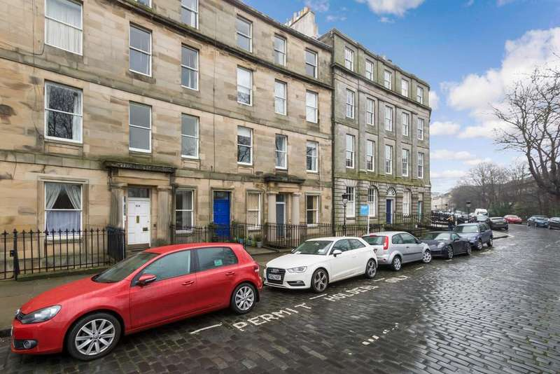 3 Bedrooms Flat for sale in 20/5 Royal Crescent, New Town, Edinburgh, EH3 6QA