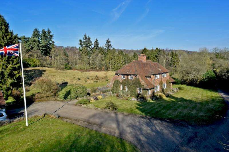 5 Bedrooms Detached House for sale in Puttenham, Godalming