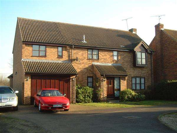 1 Bedroom House Share for rent in Wethersfield Way, Wickford