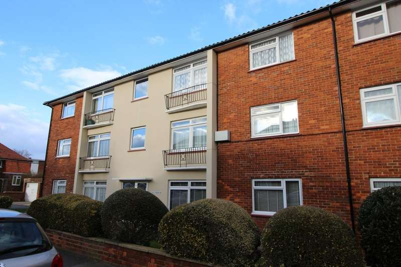 2 Bedrooms Flat for sale in Roselands Avenue, Eastbourne, BN22