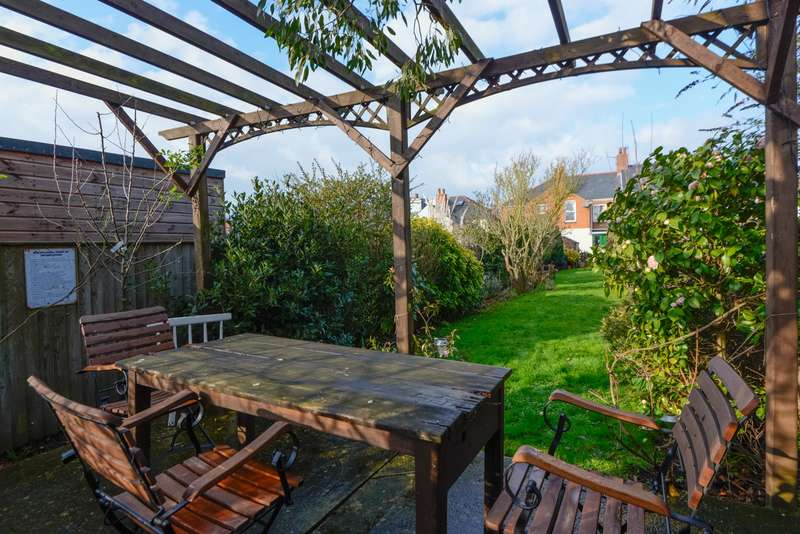 3 Bedrooms Terraced House for sale in Woodnesborough Road, Sandwich, CT13