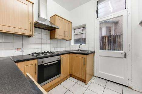 4 Bedrooms Terraced House for rent in Laleham Road, London SE6