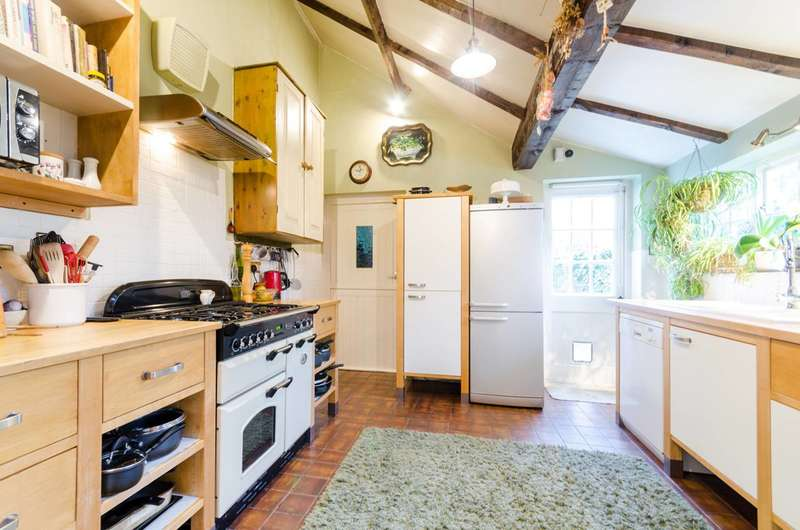 3 Bedrooms Detached House for rent in Angel Road, Thames Ditton, KT7