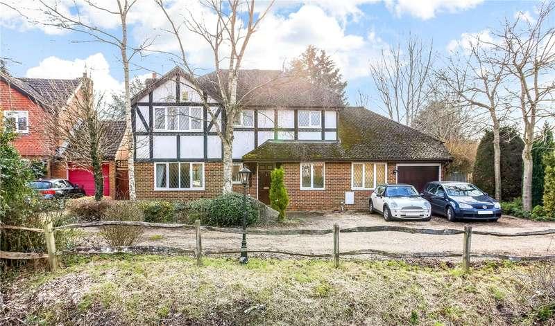 4 Bedrooms Detached House for sale in Du Maurier Close, Church Crookham, Fleet, GU52