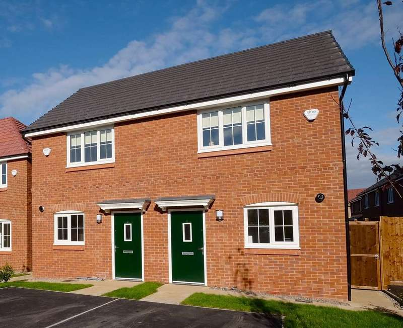 2 Bedrooms Semi Detached House for rent in Crosslee Road, Blackley , Manchester M9