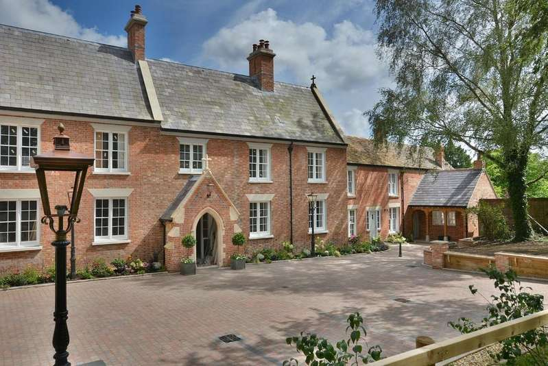 4 Bedrooms Barn Conversion Character Property for rent in Stapehill Abbey, 276 Wimborne Road West