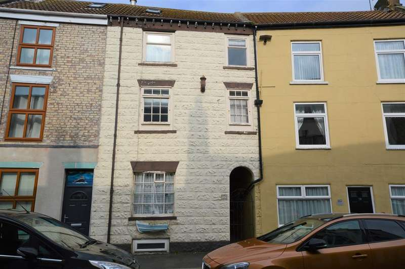 3 Bedrooms Terraced House for sale in Queen Street, Filey, YO14 9HE